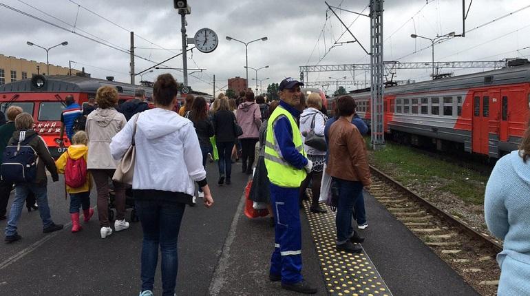 На Балтийском вокзале коллапс — поезда не отправляются и не приходят
