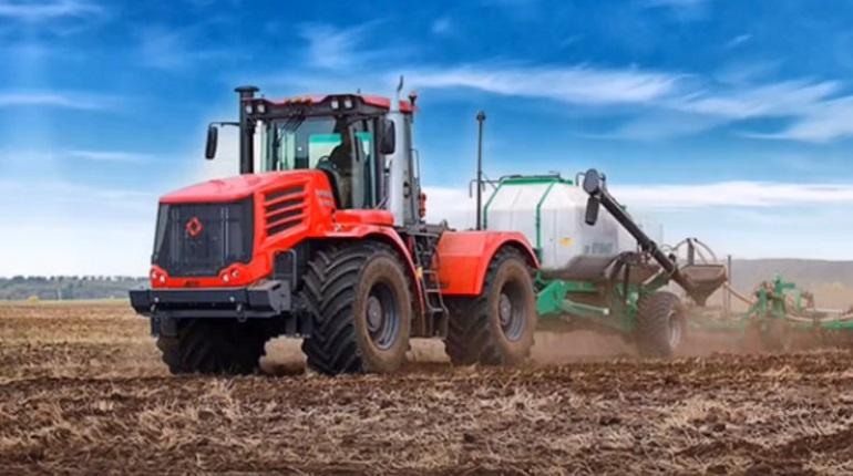В Петербурге начали выпускать тихий трактор «Кировец» с новым дизайном