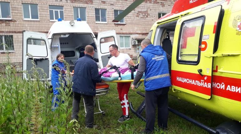 Обожженного мужчину доставили из Гатчины в Токсово вертолетом