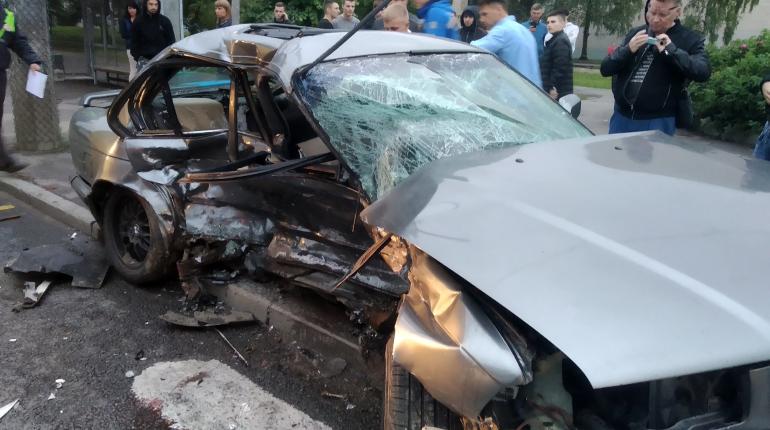 BMW протаранила Ford на углу Науки и Обручевых, есть пострадавшие