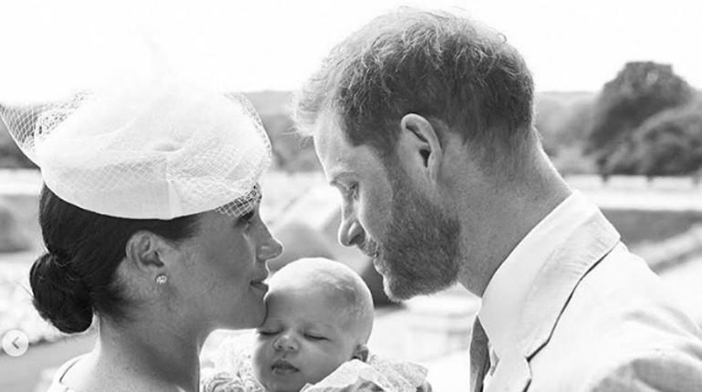 Принц Гарри и Меган Маркл выложили фото с крестин сына
