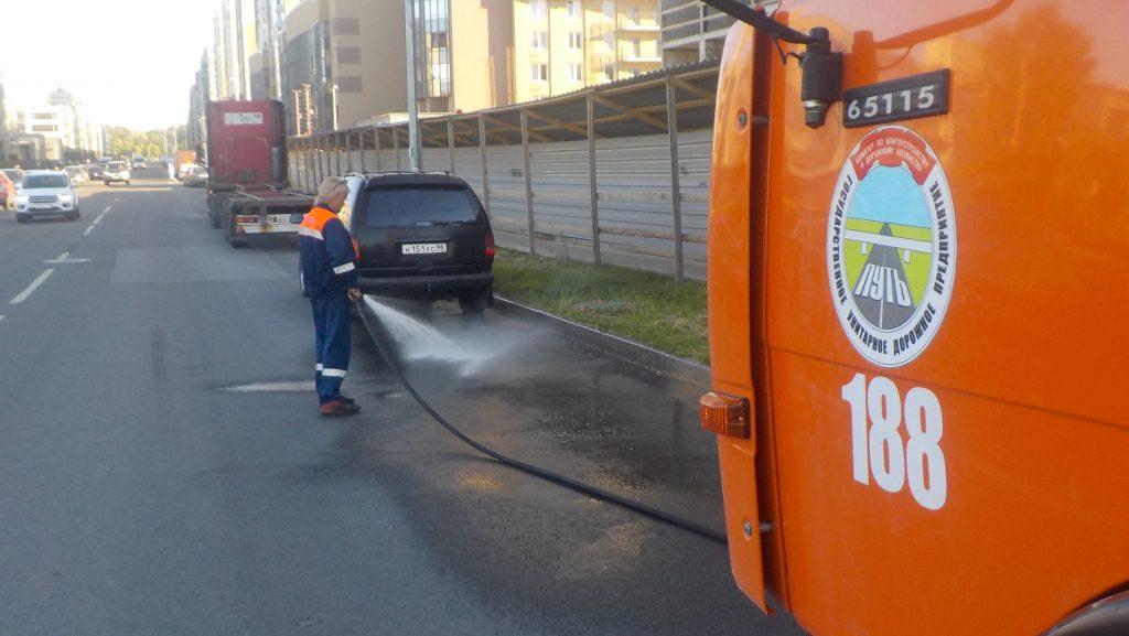 После гуляний болельщиков Евро с улиц Петербурга вывезли почти 570 «кубов» мусора