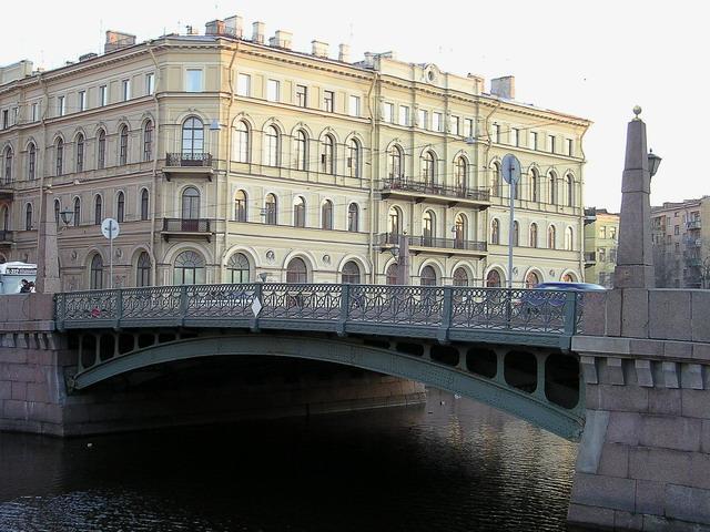 Куда исчезают «замки любви» с петербургских мостов