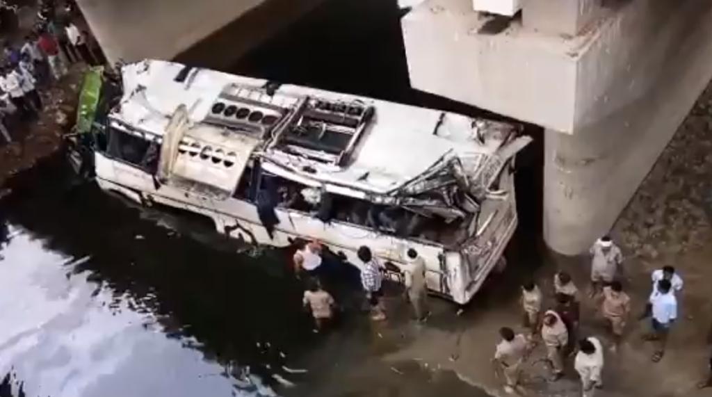 В Индии в результате ДТП с автобусом погибли 29 человек