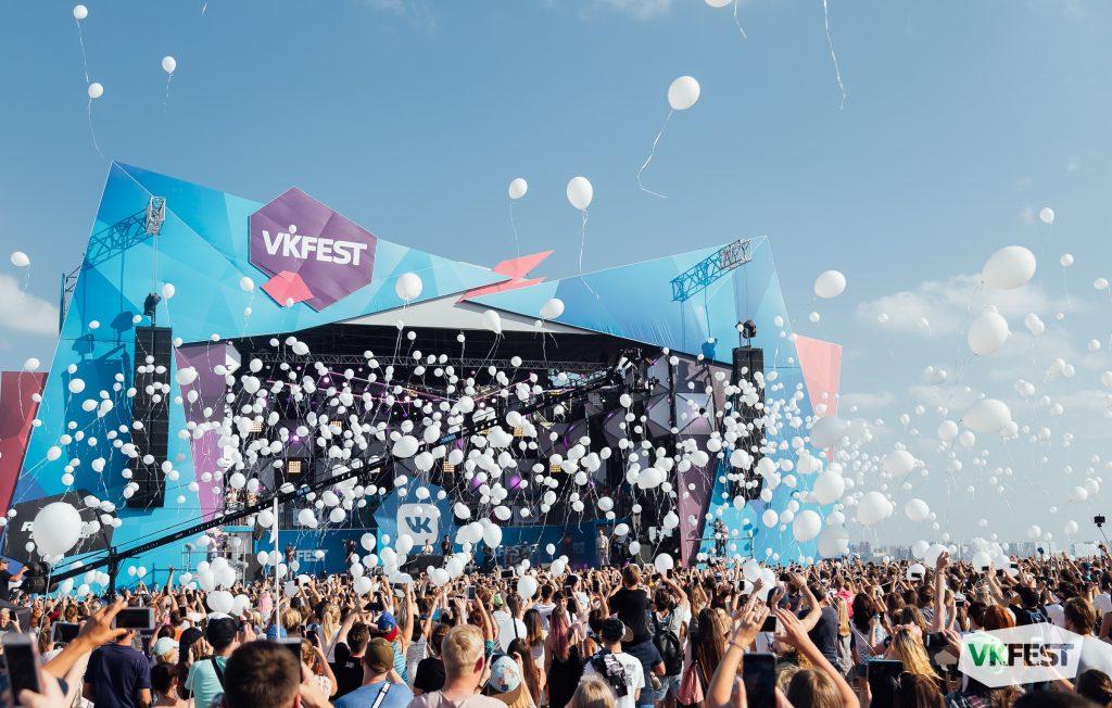 20 июля в Петербурге: VK Fest и фестиваль «Императорский букет»