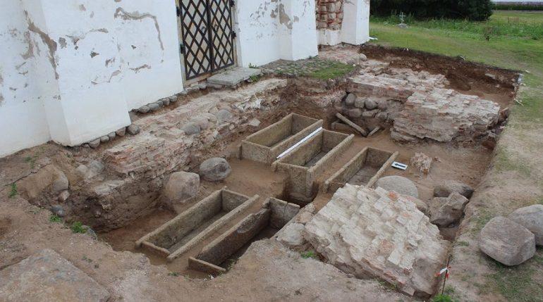 В Великом Новгороде обнаружили саркофаги бояр сына Юрия Долгорукого