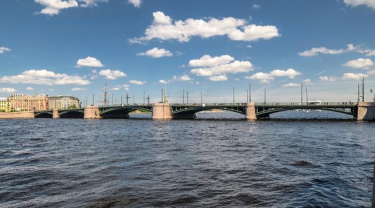 Биржевой мост (Малая Нева, Санкт-Петербург). Фото: ru.wikipedia.org