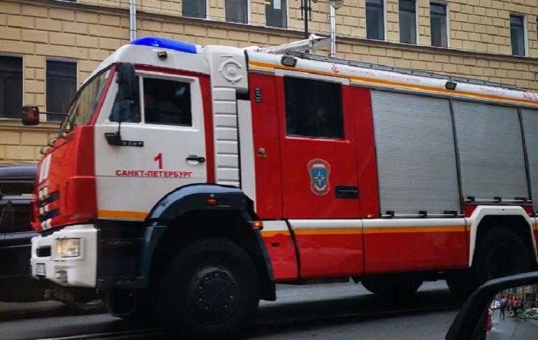 Человека вырезали из машины после аварии на Ленинском