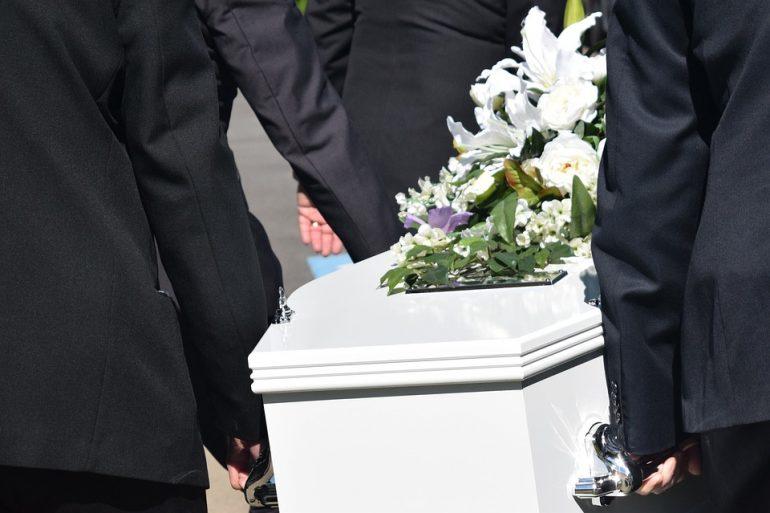 Цены на похоронные услуги в Санкт-Петербурге выросли не менее чем на 4,9%