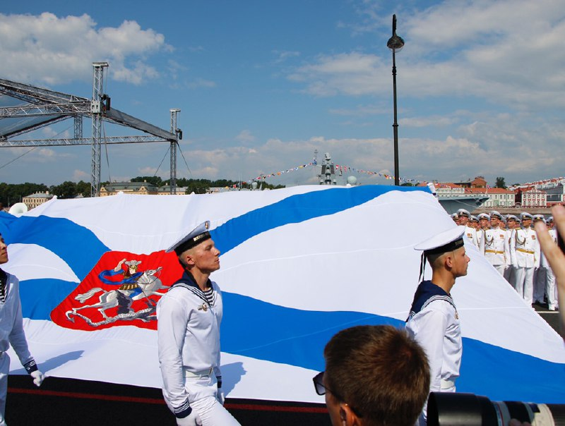Катер «Михаил Казанский» прибыл для участия в морском параде в Петербурге