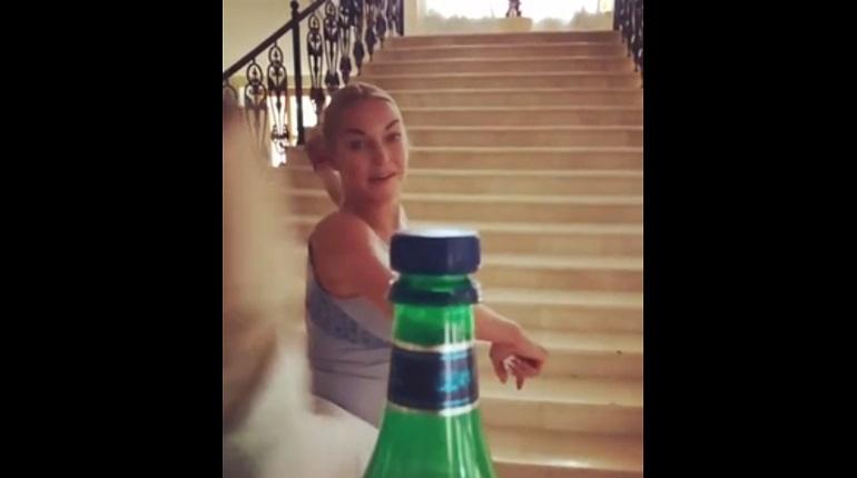 Волочкова показала свои бойцовские навыки в bottlecupchallenge