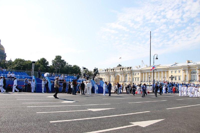 Гуляющих петербуржцев будут обыскивать в День ВМФ