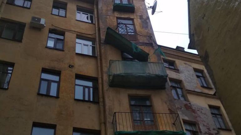 «У вас балкон отклеился»: стали известны детали ЧП на Кронверкском