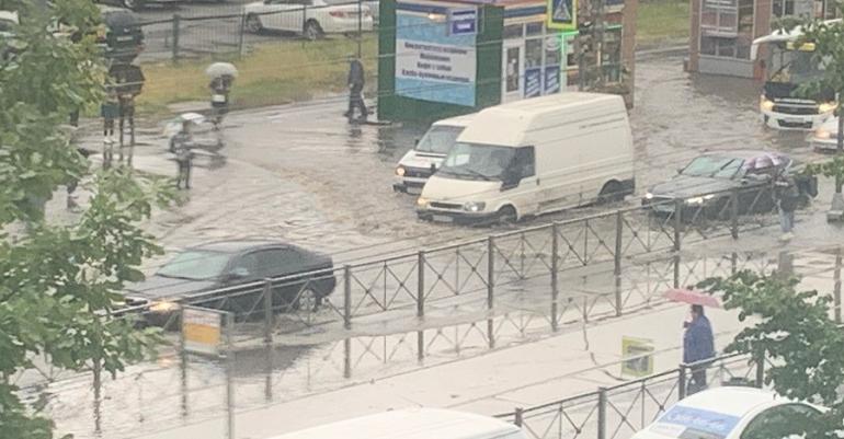 В Петербурге хотят перекрывать движение во время подтоплений
