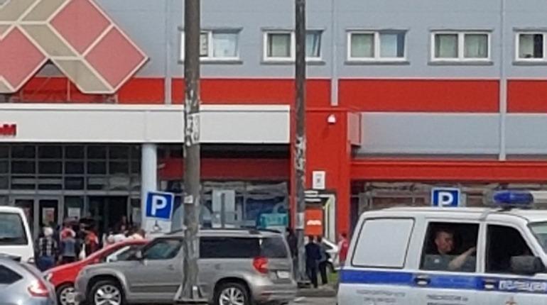 Покупателей эвакуировали из «Максидома» на Дунайском