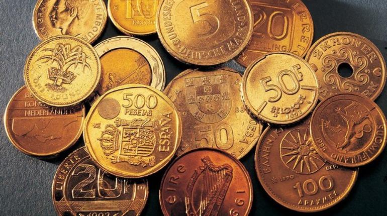 В Волхове неизвестный лишил пенсионера коллекции монет и денег