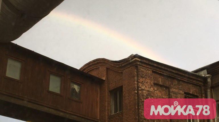 Петербуржцы делятся фотографиями радуги после дождя
