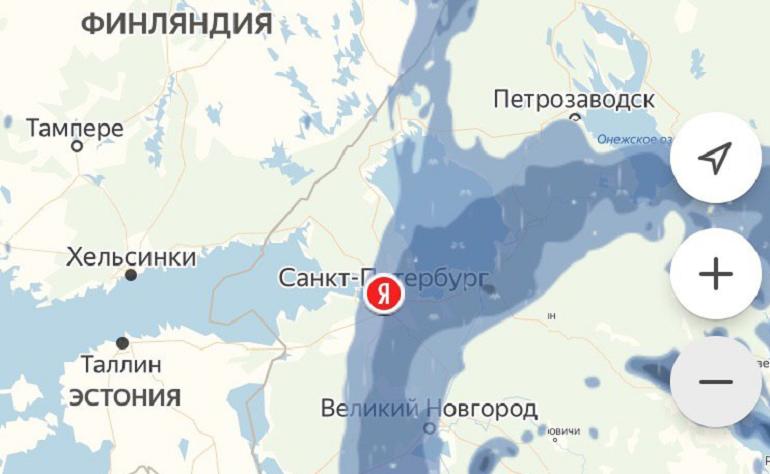 На Петербург с востока надвигается стена ливня