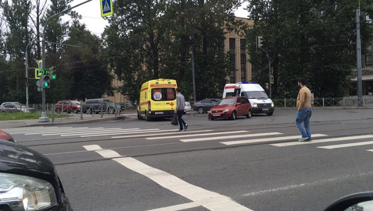 Новороссийская встала в пробку из-за ДТП с двумя легковыми