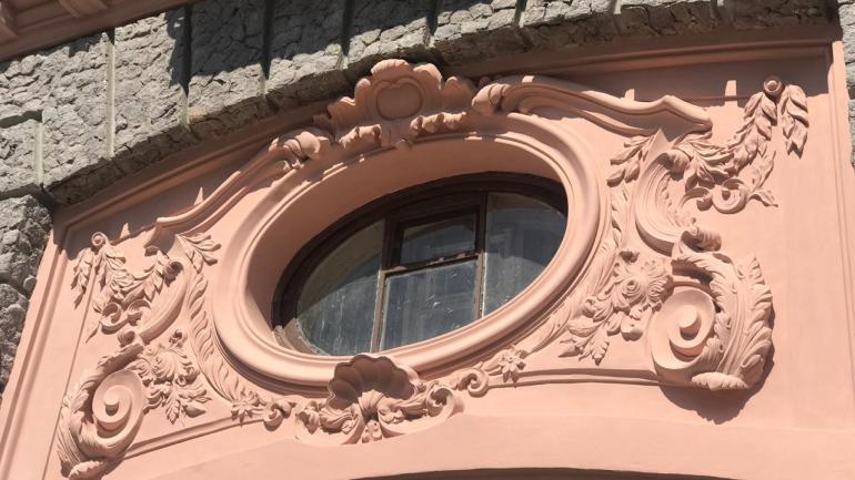 «Фантазия на тему былого панно»: что жители дома Бака говорят про реставрацию