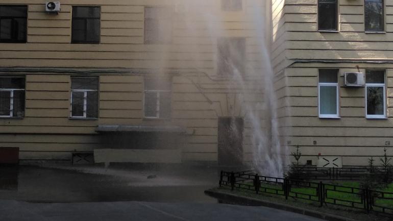 Филиал Петергофа: на Васильевском второй прорыв за утро