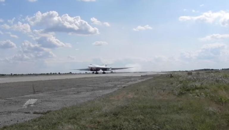 Полет ракетоносцев Ту-160 над Балтикой попал на видео