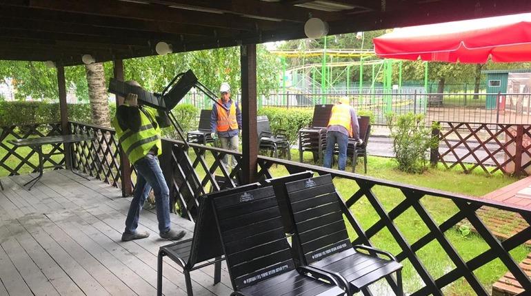 Петербуржец чуть не поджег сотрудников ККИ, пытаясь спасти кафе от сноса