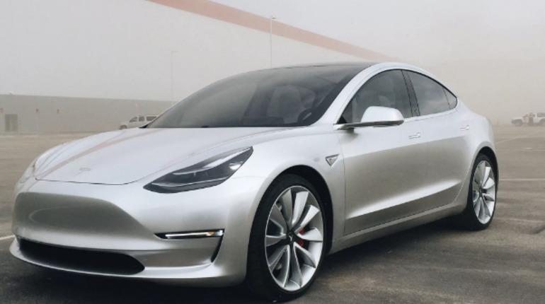 В электрокарах Tesla появятся Netflix и YouTube