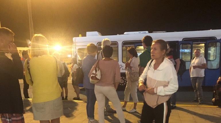 Петербургские туристы более 6 часов не могут улететь из Бургаса