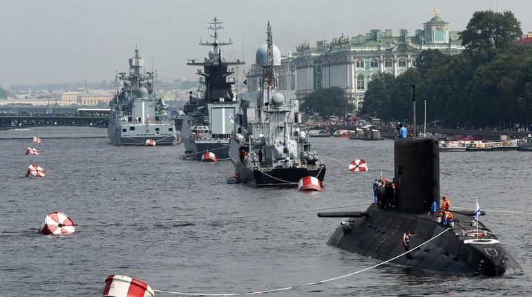 В Петербурге прошла ночная репетиция парада ВМФ