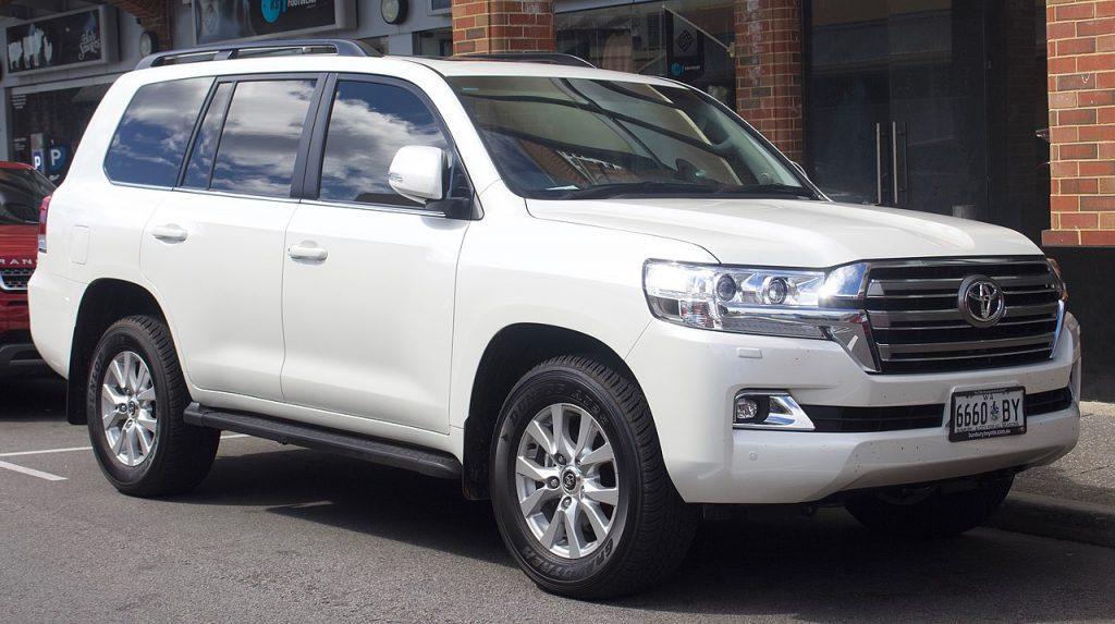 С Новолитовской угнали кредитный Toyota Land Cruiser за 4 млн