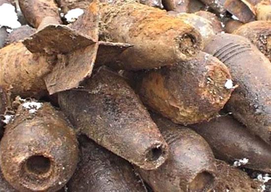 Водолазы нашли три мины времен ВОВ в канале Грибоедова