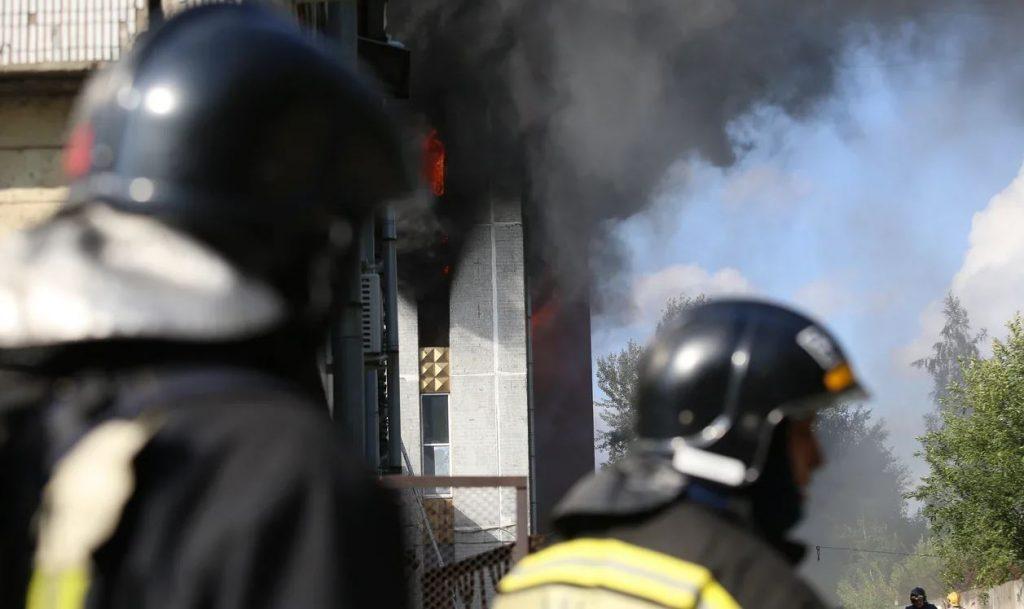 «Мойка78» публикует фоторепортаж с пожара на Складской