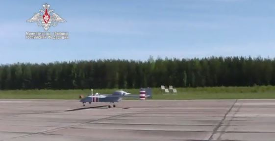 Минобороны показало кадры полета первого беспилотника «Форпост-Р»
