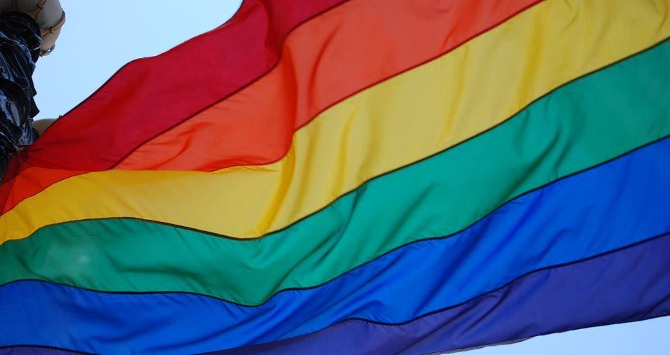 МО «Литейный» решили освятить из-за радужного флага