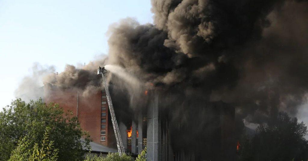 Пожар на Складской потушили — спасатели заливали огонь водой 18 часов
