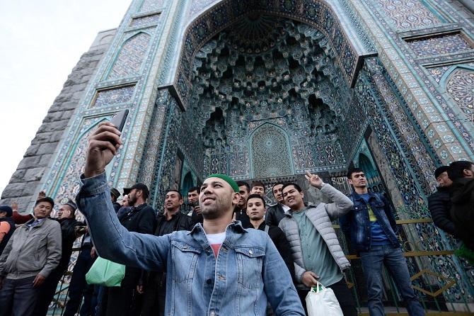 Новые правила и ограничения для водителей: петербургские мусульмане сегодня отмечают Курбан-байрам