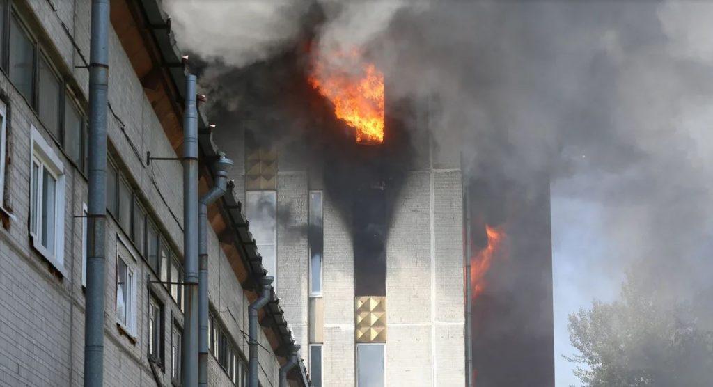 Врачи НИИ имени Джанелидзе спасают обгоревших мигрантов на Складской