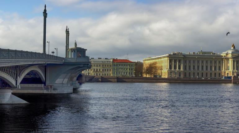 Петербуржцев в воскресенье ждут небольшая облачность и +18