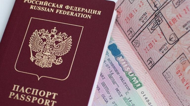 Россияне заинтересовались «золотыми паспортами»