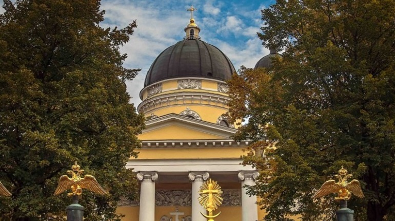 На Яблочный спас Беглов посетил литургию в Спасо-Преображенском соборе