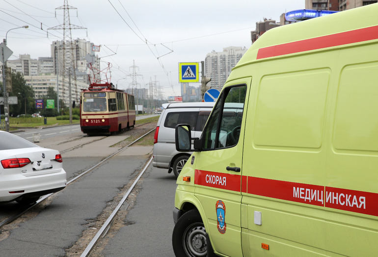 В ДТП на Загребском бульваре из машины вылетела женщина