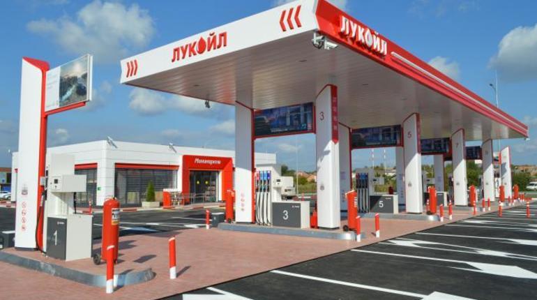 УФАС: «Лукойл» и «Роснефть» доминируют на петербургском рынке топлива