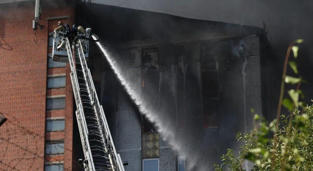 Тушили сутки: в МЧС рассказали, что закончили заливать дом на Складской