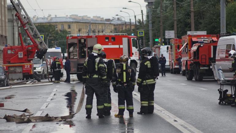 «Мойка78» публикует фоторепортаж пожара в бизнес-центре на Малом проспекте ВО