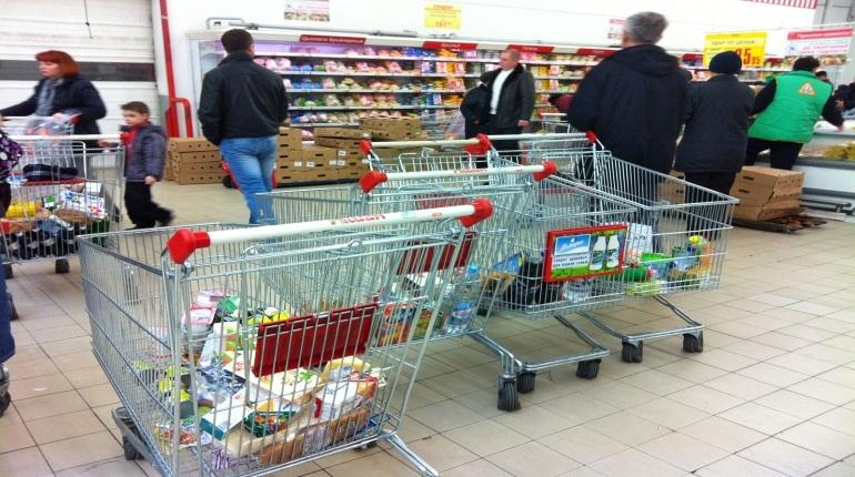 В январе петербуржцы стали тратить в магазинах на 6,5% меньше