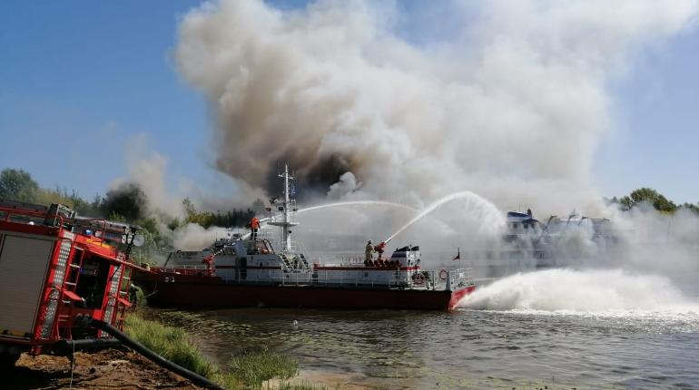 На Волге горит теплоход «Святая Русь», прославившийся скандалом в Петербурге