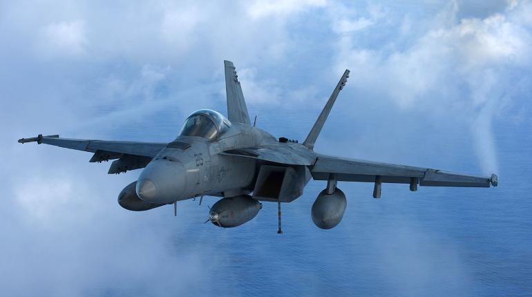 В НАТО объяснили, зачем истребитель подлетал к самолету Шойгу
