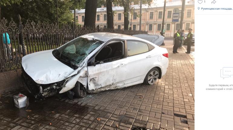 Автомобиль перевернулся в воздухе, удирая от погони на Васильевском