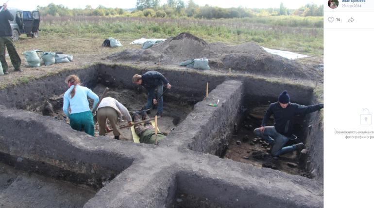 Археологи из Петербурга нашли 500 артефактов на месте поселения викингов под Псковом